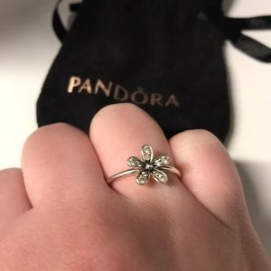 Pandora Daisy ring in Silver with CZ (size 7)
